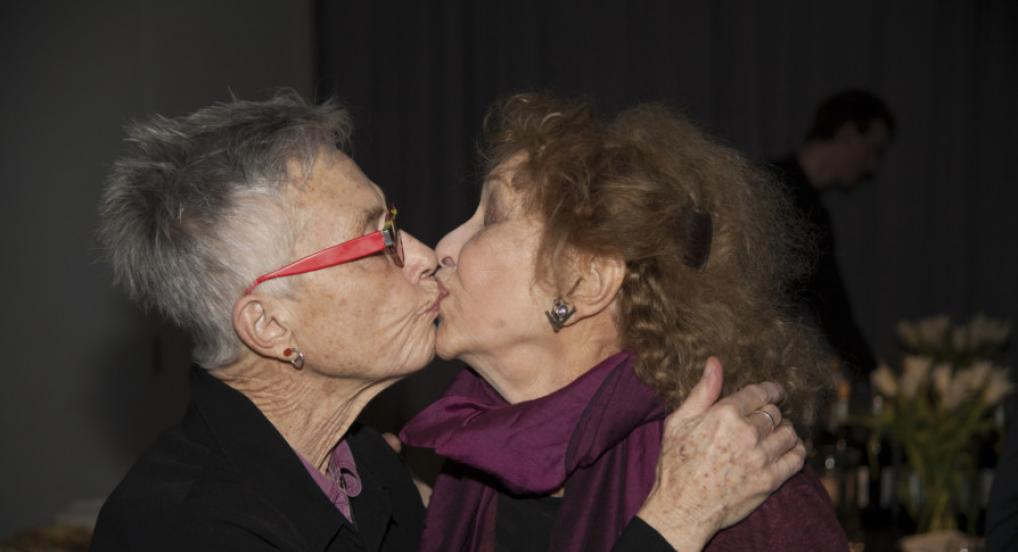 Barbara Hammer and Carolee Schneemann at the 2018 EAI Benefit. Photograph by Conrad Ventur. Courtesy of Conrad Ventur and Electronic Arts Intermix (EAI), New York.