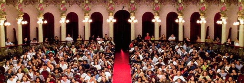 Teatro Amazonas (Sharon Lockhart, 1999)