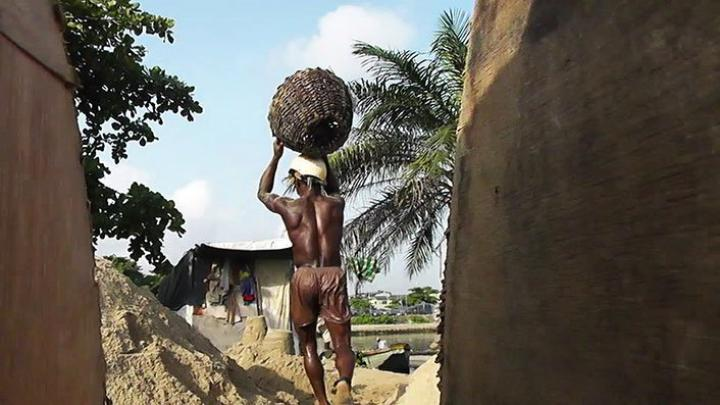 Lagos Sand Merchants (Karimah Ashadu, 2013)